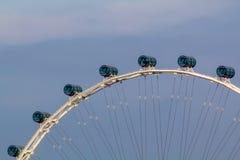 Singapore de stad in, Marina Bay en Groot Wiel Royalty-vrije Stock Foto's