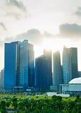 Singapore de stad in met zonnestraal royalty-vrije stock afbeeldingen