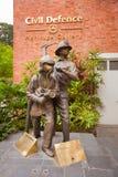 SINGAPORE - 31 DEC 2013: Een standbeeld buiten de Burgerbescherming Heri Stock Afbeelding