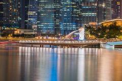 SINGAPORE - 10 DECEMBER 2016: Merlionstandbeeld, één van iconisch Stock Foto's