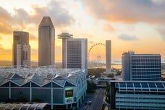 Singapore del centro, Marina Bay, centro congressi e grande ruota Fotografie Stock