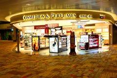 Singapore: Den Changi flygplatsen efter kontrollerar in återförsäljnings- område Arkivbilder