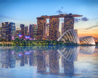Singapore die bij nacht gloeien Royalty-vrije Stock Fotografie