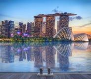 Singapore die bij nacht gloeien Royalty-vrije Stock Foto's
