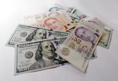Singapore en Amerikaanse dollar op witte achtergrond stock foto's