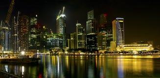 singapore för konstruktionsnattflod horisont Royaltyfri Foto