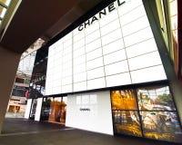 Singapore. De boutique van Chanel bij het winkelcentrum van de Toevlucht van het Zand van de Baai van de Jachthaven Stock Fotografie