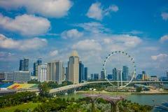 SINGAPORE SINGAPORE - FEBRUARI 01, 2018: Härlig ovannämnd sikt av den Singapore reklambladet - den största Ferris Wheel i Royaltyfri Foto