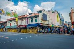 SINGAPORE SINGAPORE - FEBRUARI 01, 2018: Litet Indien område i Singapore med några personer som går i gatorna Det Arkivbilder