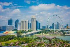 SINGAPORE SINGAPORE - FEBRUARI 01, 2018: Utomhus- sikt av den Singapore reklambladet - den största Ferris Wheel i världen med a Royaltyfri Foto
