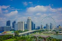 SINGAPORE SINGAPORE - FEBRUARI 01, 2018: Utomhus- sikt av den Singapore reklambladet - den största Ferris Wheel i världen med a Royaltyfria Foton
