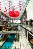 Singapore. Winkelcentrum bij het Zand Onderzoek van de Baai van de Jachthaven Stock Foto's