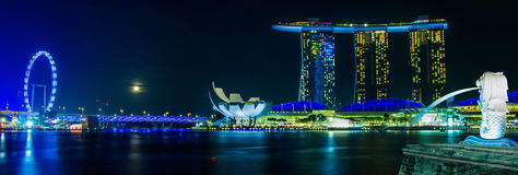 SINGAPORE- February 8, 2015The Merlion fountain in front of the Marina Bay Sands hotel Stock Photos