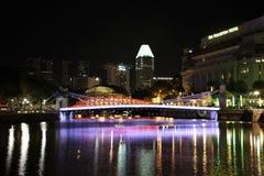 Singapore flod och Clarke Quay på natten Royaltyfri Fotografi