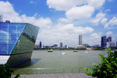 Singapore flod och skyskrapor Arkivbild