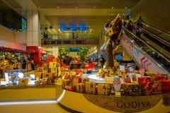 SINGAPORE, SINGAPORE - 30 GENNAIO 2018: Vista dell'interno di un deposito con le cose assortite dentro dell'aeroporto di Singapor Fotografie Stock Libere da Diritti