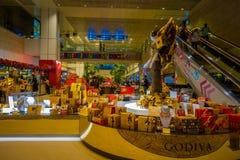 SINGAPORE, SINGAPORE - 30 GENNAIO 2018: Vista dell'interno di un deposito con le cose assortite dentro dell'aeroporto di Singapor Fotografia Stock