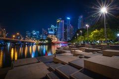 Singapore horisont och sikten av skyskrapor med len signalljus på Mars Royaltyfria Foton