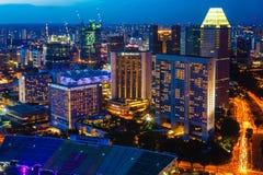 Singapore horisont på natten Royaltyfria Foton