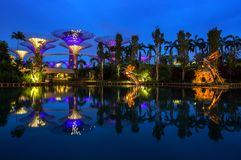 Singapore horisont på natten Arkivbilder