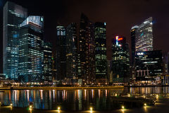 Singapore horisont vid natt Fotografering för Bildbyråer