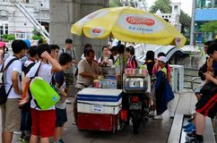 Singapore Ice Cream Man Swamped By Students Royalty Free Stock Image