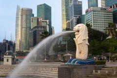 SINGAPORE, IL 16 LUGLIO 2015: Vista della statua di Merilon a Marina Bay i Fotografie Stock