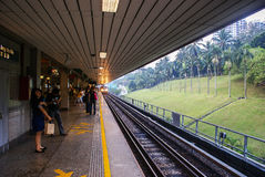 Singapore Il treno arriva ad Ang Mo Kio Station Fotografia Stock Libera da Diritti