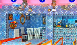 SINGAPORE Inside of ethnic restaurant with beautiful decorative ceramics in Haji Lane. Haji Lane is the Kampong Glam stock photo