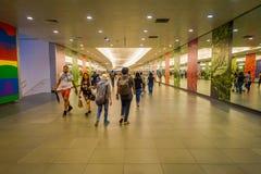 SINGAPORE SINGAPORE - JANUARI 30, 2018: Inre av Marina Bay Sands Shopping Mall i Singapore Singapore är ett globalt Arkivbilder