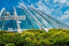 SINGAPORE SINGAPORE - JANUARI 30, 2018: Utomhus- sikt av molnet Forest Flower Dome på trädgårdar vid fjärden i Singapore Arkivfoto