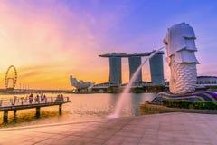 9 Singapore-JULI, 2016: De fontein van het Merlionstandbeeld in Merlion-Park Stock Afbeeldingen