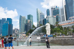 15 Singapore-juli, 2015: De Merlion-fontein in Singapore Merli Stock Foto