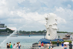 15 Singapore-juli, 2015: De Merlion-fontein in Singapore Merli Stock Afbeelding