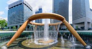 SINGAPORE JULI 11, 2016: Springbrunn av rikedom, den största stilsatsen Arkivbilder