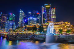 SINGAPORE-JULY 8, 2016: Merlion statue fountain in Merlion Park Royalty Free Stock Images