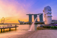SINGAPORE-JULY 9, 2016: Merlion statue fountain in Merlion Park Stock Images