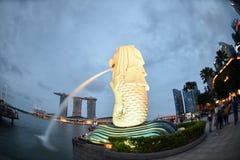 SINGAPORE-JUN 14日2015年:与8的新加坡市都市视图 5m高 免版税库存图片
