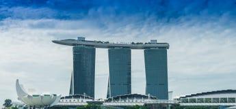 SINGAPORE-JUNE 19: Marina Bay Sands Resort Hotel Fotografering för Bildbyråer