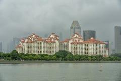 Singapore - Juni 18, 2018: Andelslägenhet med waterfron Royaltyfri Bild