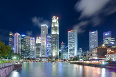 Singapore-JUNI 16,2016: Singapore stadshorisont på natten Arkivfoton
