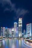 Singapore-JUNI 16,2016: Singapore stadshorisont på natten Royaltyfri Fotografi