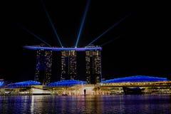 SINGAPORE - Laser-showen på Marina Bay Sands arkivfoto
