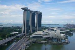 SINGAPORE - 23 luglio 2016: grattacielo unico in Marina Bay del centro con un casinò e uno stagno di infinito sopra Immagini Stock Libere da Diritti