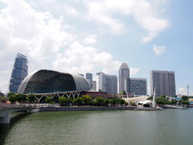 Singapore - Maj 31, 2015: Singapore horisontpanorama på den promenad- och Singapore reklambladet Arkivfoto