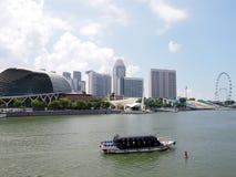 SINGAPORE - MAJ 31, 2015: Singapore horisontpanorama på promenaden och Singapore Fyler Royaltyfri Foto
