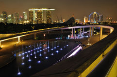 Singapore Marina Barrage against skyline Royalty Free Stock Photos