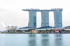 Singapore Marina Bay Sands hotell och flod, Singapore, April 14, Arkivbilder