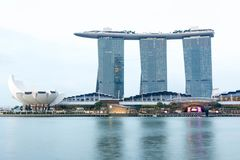 Singapore Marina Bay Sands hotell och flod, Singapore, April 14, Royaltyfri Foto