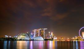 SINGAPORE-MAY 19日2019年:都市风景新加坡现代和财政市在亚洲 小游艇船坞新加坡海湾地标  o 免版税图库摄影